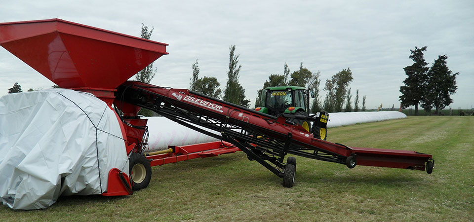 DeKoning Televeyor mounted on swing auger